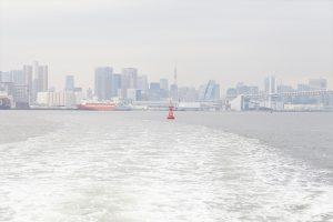 船が東京湾に出る